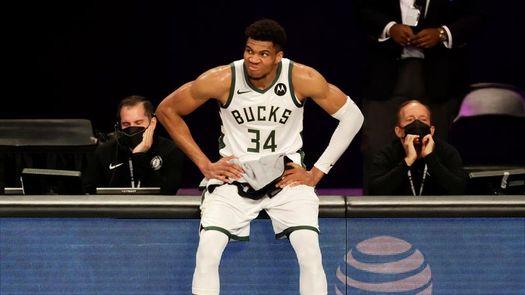 Los Bucks se conjuran para no dejar solo a Antetokounmpo frente a los Suns