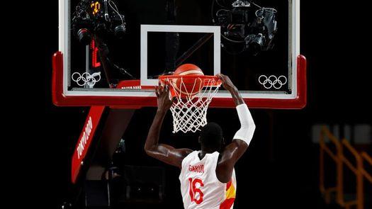 Garuba vuelve a mostrar su clase bajo los aros de Rockets con ocho rebotes
