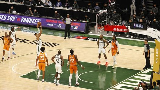 109-103: Los Bucks sobreviven a Booker y empatan las Finales