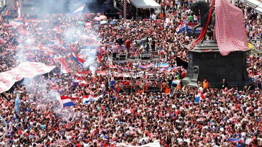 La selección croata recibe un multitudinario homenaje