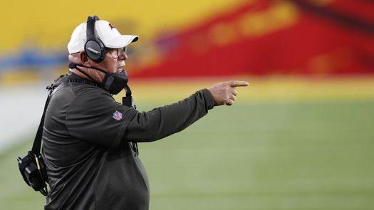 Entrenadores de la NFL motivan a sus jugadores en el uso de vacuna anticovid