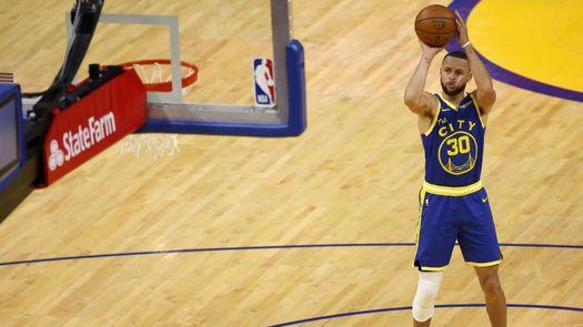Warriors dan 215 millones de dólares a Curry por extensión de cuatro años