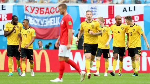 Meunier, con un gol en el minuto 4, adelanta a Bélgica al descanso (1-0)