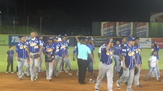 Colón logra su cometido y clasifica a la final del Béisbol Mayor